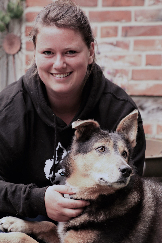 Paula mit ihrer Alaskan Husky Hündin Aloha
